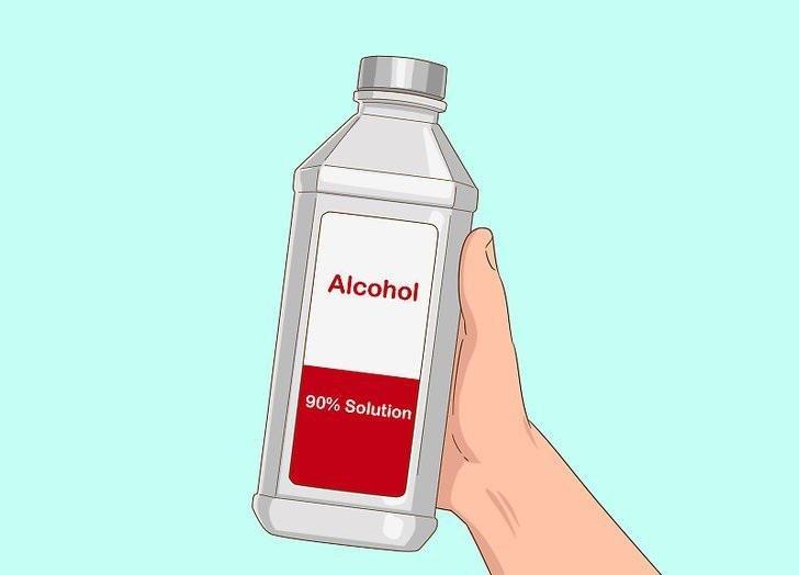 پاکسازی برچسب از روی لپ تاپ توسط الکل